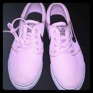 Nike womens size 7 tennis shoes